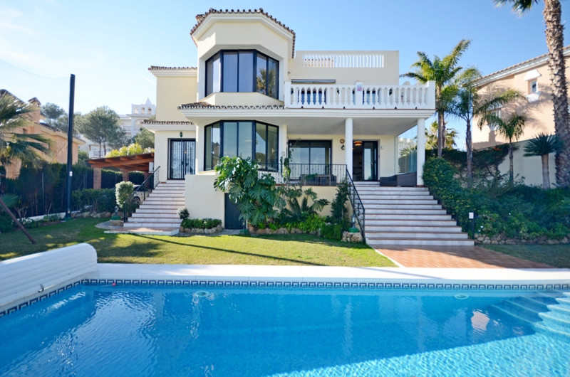 Lovely front line golf villa. Last renovation 2014. Stunning golf and panoramic views. 4 bedrooms 3,,Spain