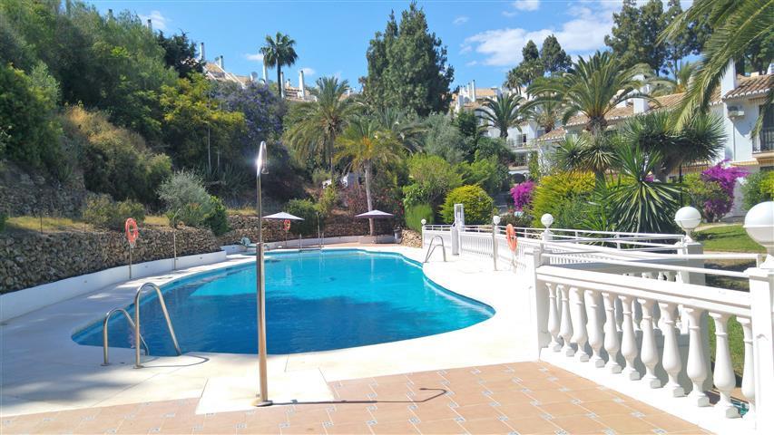 Marbella Banus Adosado en Venta en Calahonda – R3209722