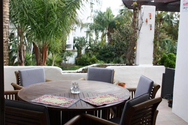Apartamento Planta Media en Venta en Puerto Banús – R2397269