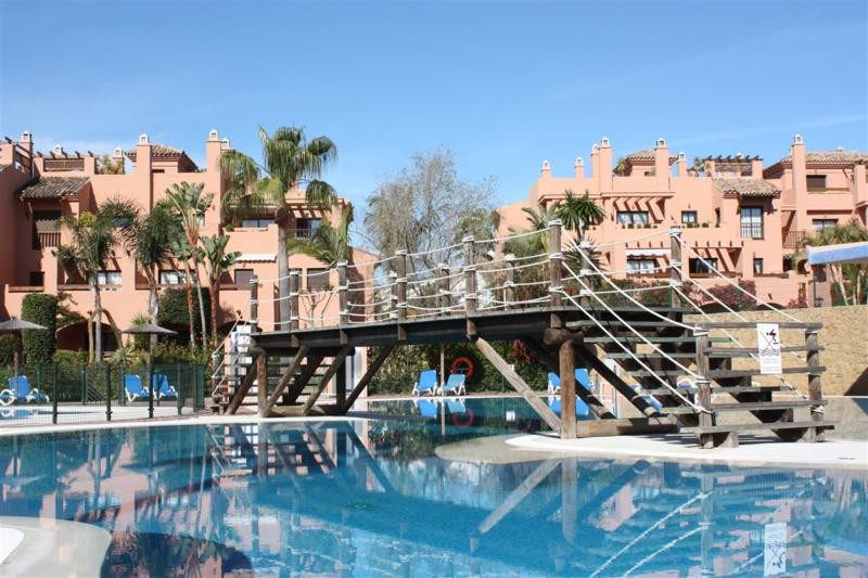Marbella Banus Apartamento Planta Media en Venta en New Golden Mile – R2221400