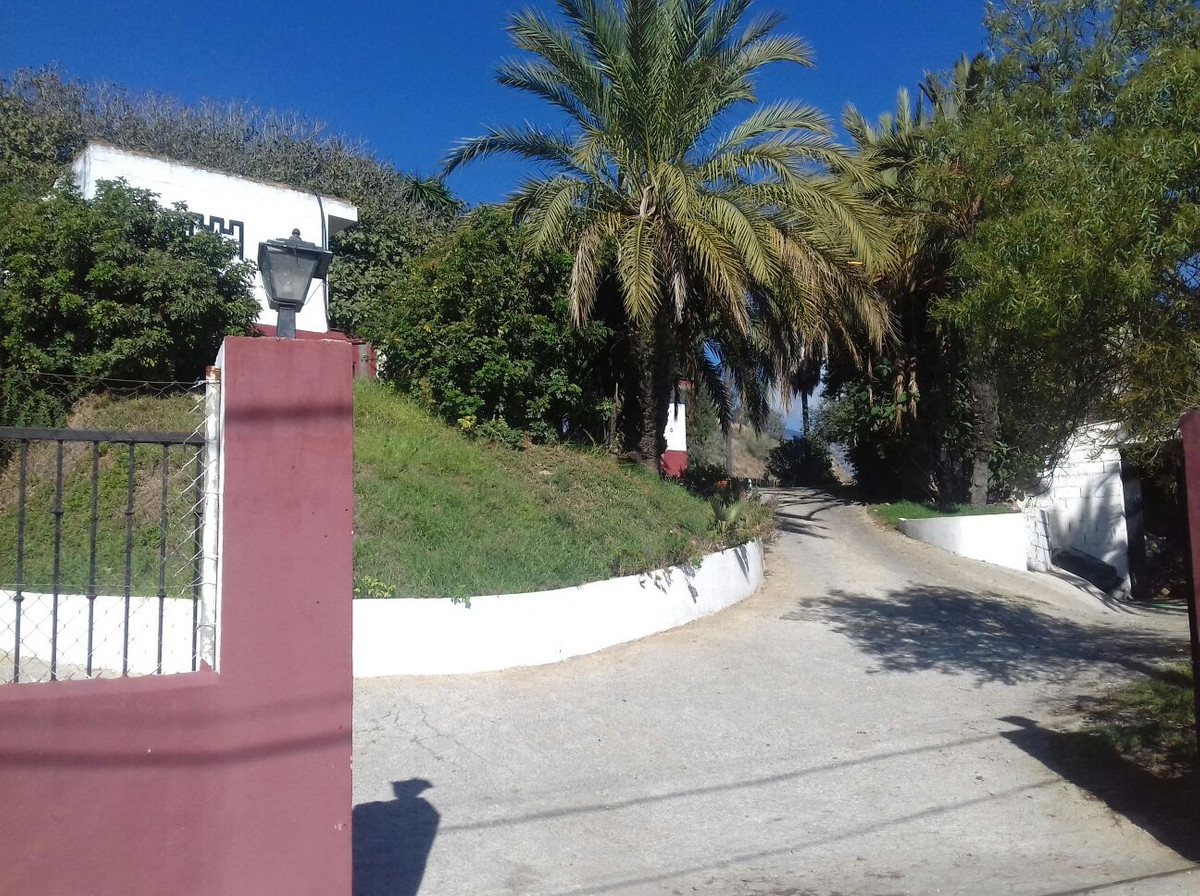 Residential Plot, Mijas Costa, Costa del Sol. Garden/Plot 5670 surfice off constrction 1984 m2 for 1, Spain
