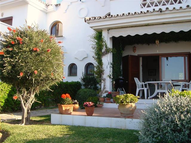 Townhouse, La Duquesa, Costa del Sol. 3 Bedrooms, 3 Bathrooms, Built 145 m², Terrace 20 m², Garden/P, Spain