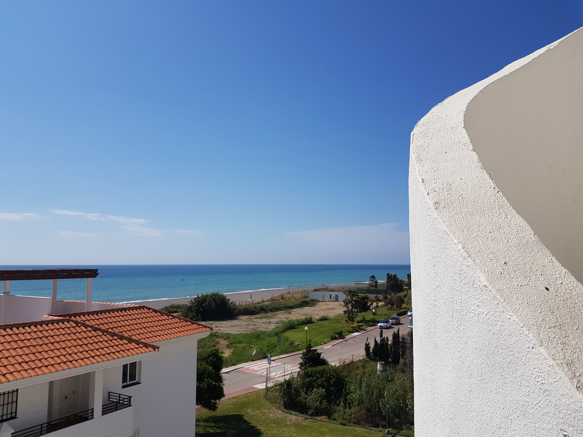 Penthouse, La Duquesa, Costa del Sol. 2 Bedrooms, 1 Bathroom, Built 70 m², Terrace 80 m².  Setting :, Spain