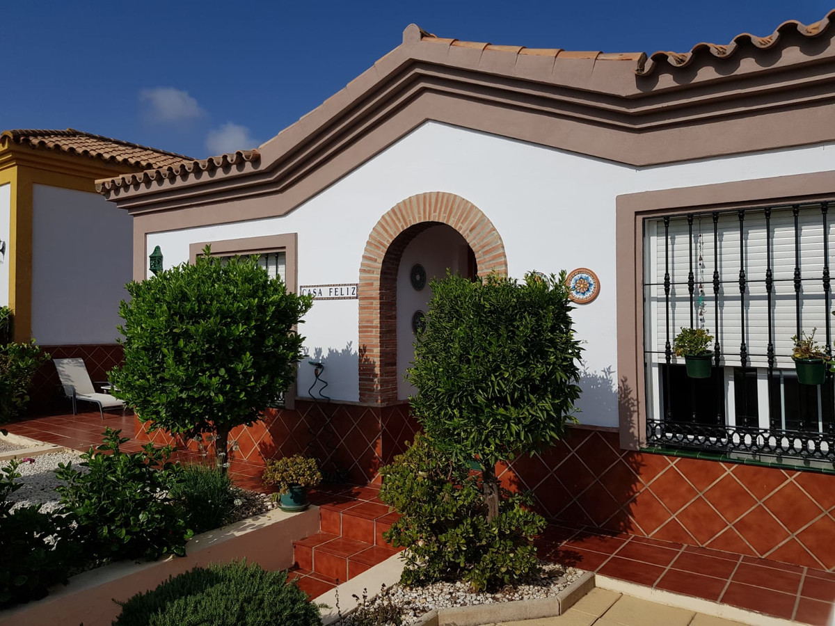 Detached Villa, La Duquesa, Costa del Sol. 2 Bedrooms, 1 Bathroom, Built 82 m², Garden/Plot 200 m². ,Spain