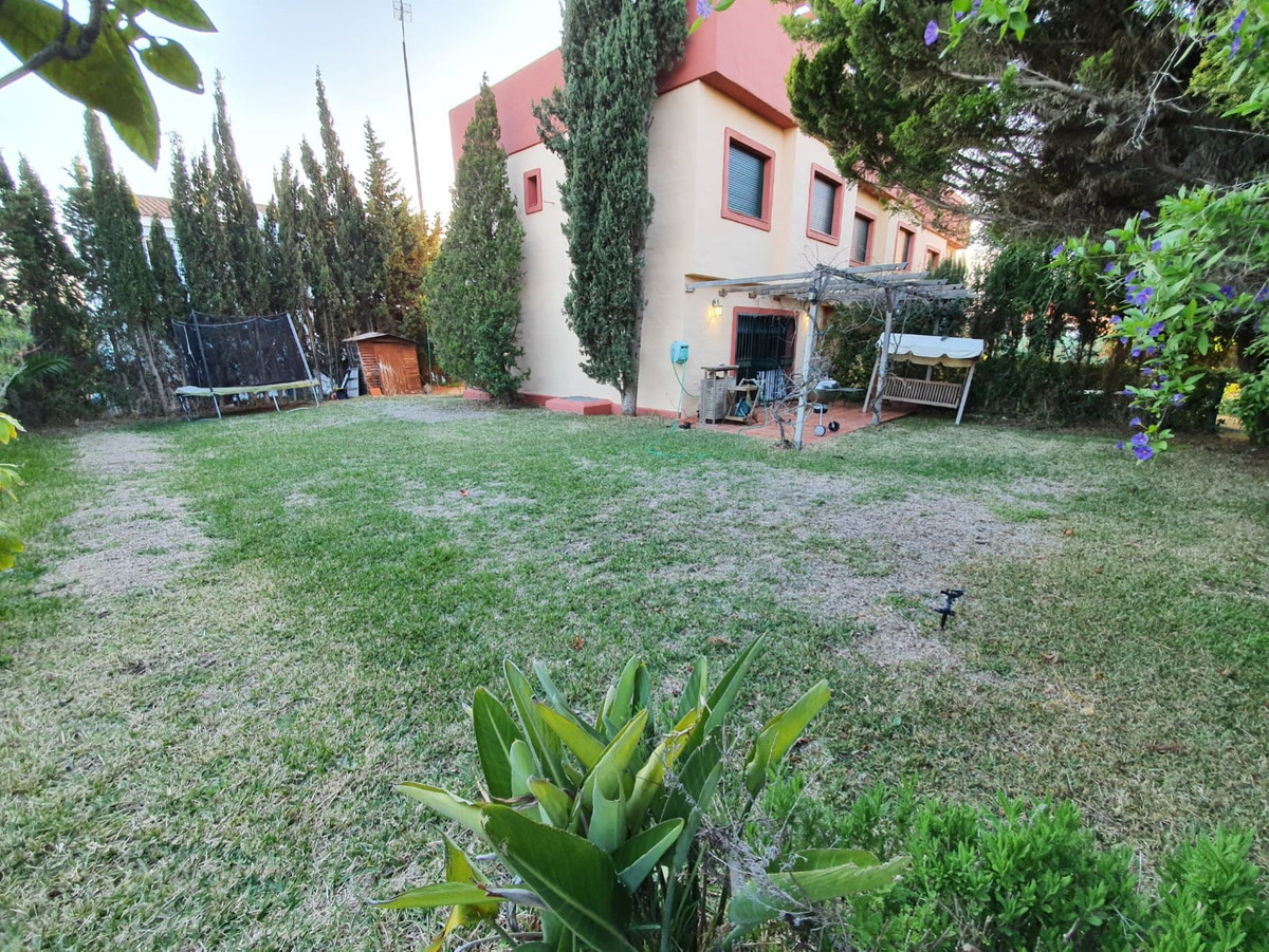 We are delighted to be able to offer for rent this large 3 bedroom town house with large garden whic, Spain