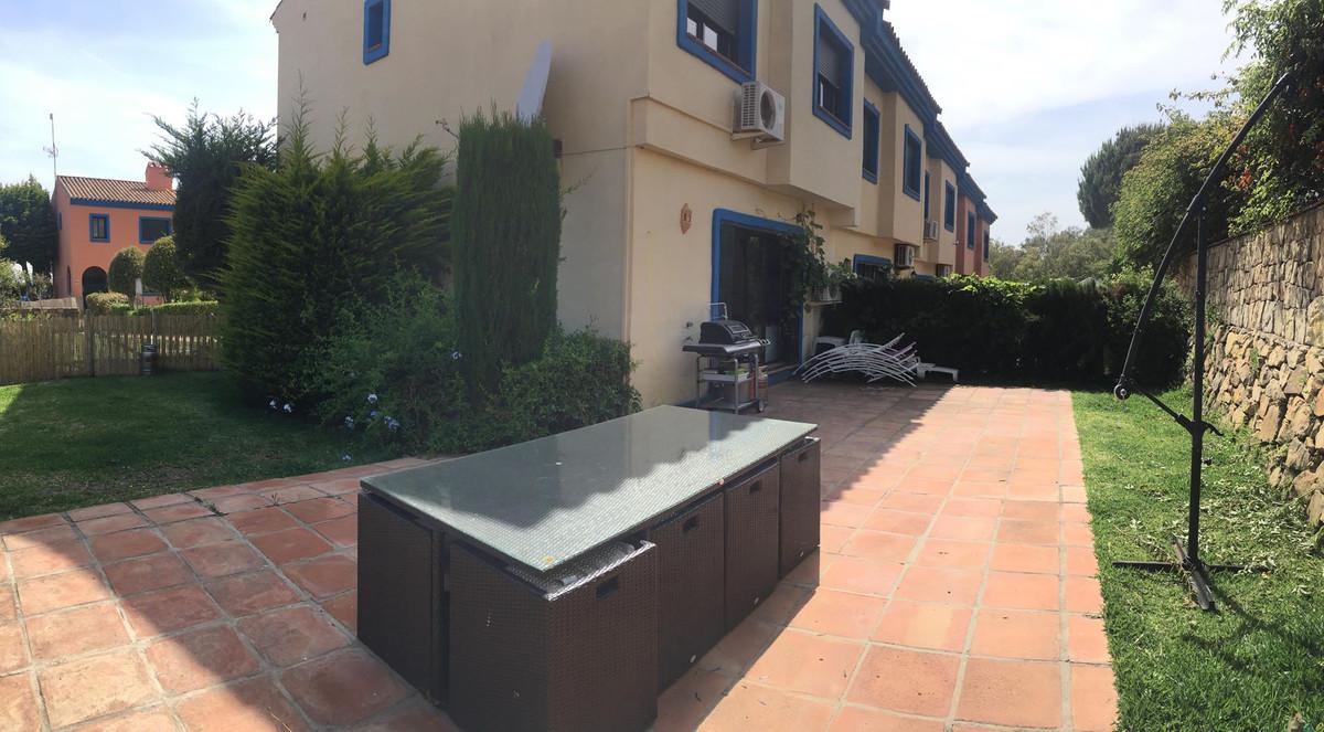 Townhouse, La Duquesa, Costa del Sol. 3 Bedrooms, 3 Bathrooms, Built 120 m², Terrace 60 m².  Setting,Spain