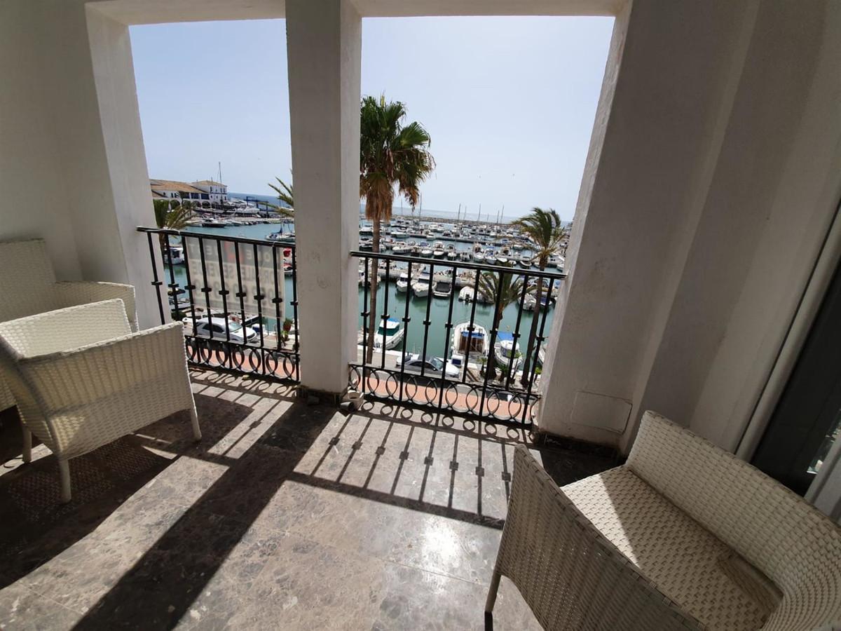, La Duquesa, Costa del Sol. 2 Bedrooms, 2 Bathrooms, Built 85 m².  Setting : Beachfront, Commercial,Spain