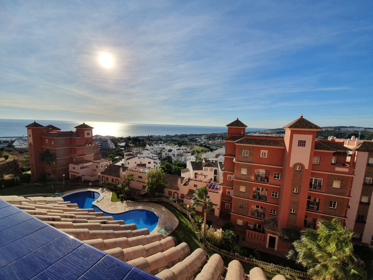 , La Duquesa, Costa del Sol. 2 Bedrooms, 2 Bathrooms, Built 90 m², Terrace 17 m².  Setting : Frontli, Spain
