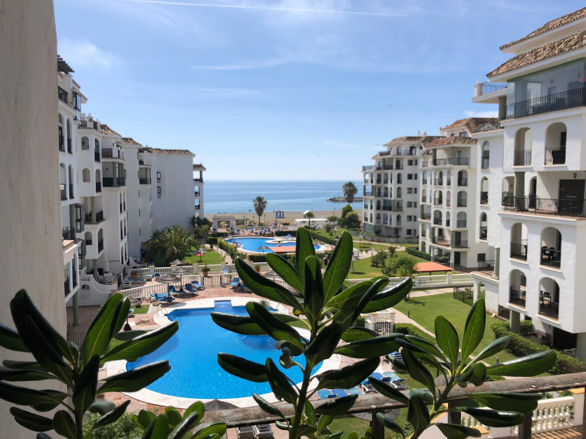 , La Duquesa, Costa del Sol. 2 Bedrooms, 2 Bathrooms, Built 85 m², Terrace 20 m².  Setting : Beachfr, Spain
