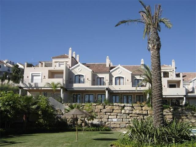 ABSOLUTELY BEAUTIFULL 4 bed 4 bath TOWNHOUSE WITH VIEWS TO THE GOLF, SEA AND MOUNTAIN in a  luxuriou, Spain