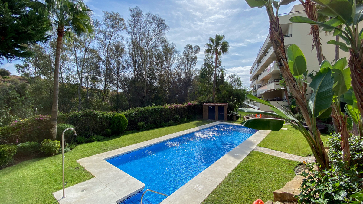Absolutely charming apartment in a gated community in the heart of Calahonda, just a short walk to aSpain