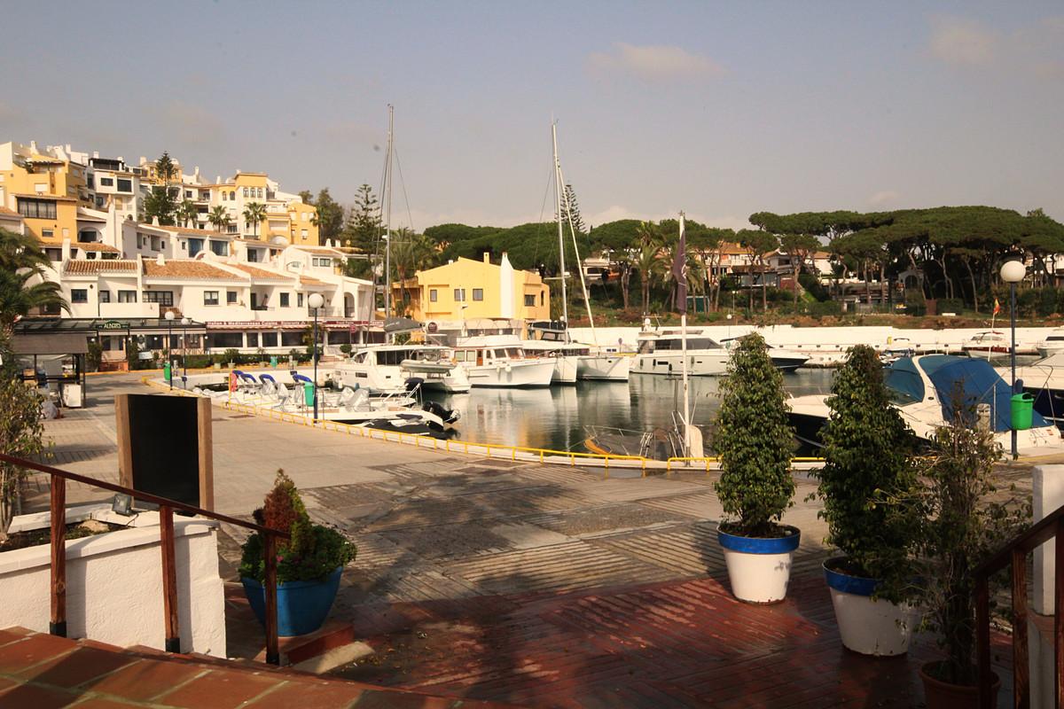 Marbella Banus Apartamento en Venta en Puerto de Cabopino – R3792580