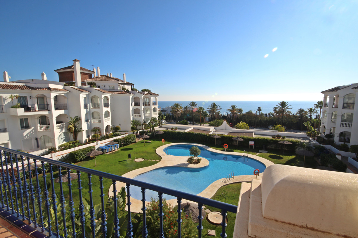 Sea Views!   Spacious apartment !   Luxury Community!    Walking distance to the beach, shops and ot, Spain