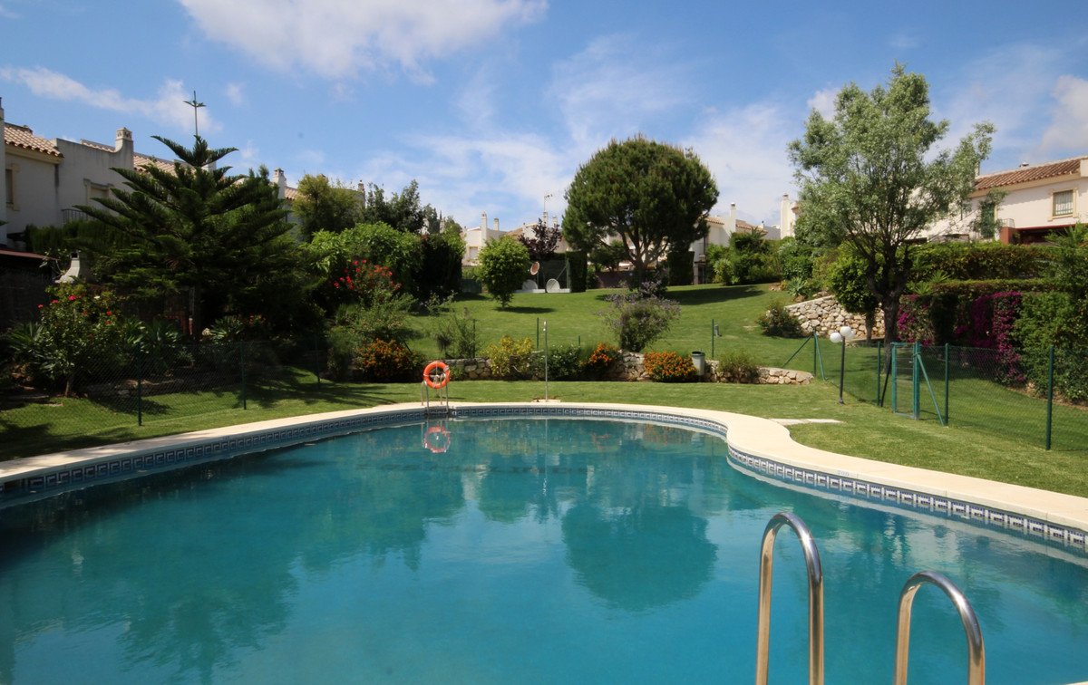 Immaculate townhouse in a beautifully maintained community with 3 pool and garden areas.  Located ju Spain