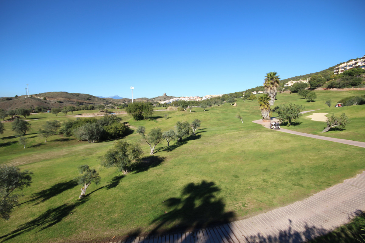 HUGE PRICE REDUCTION!!!  IMMACULATE townhouse in front line golf location in the beautiful Alhaurin ,Spain