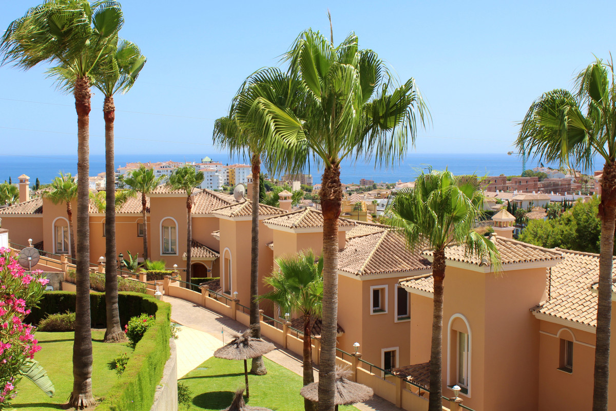 Immaculate and very spacious villa, ideal for family living or luxury holiday home.  The ground floo,Spain