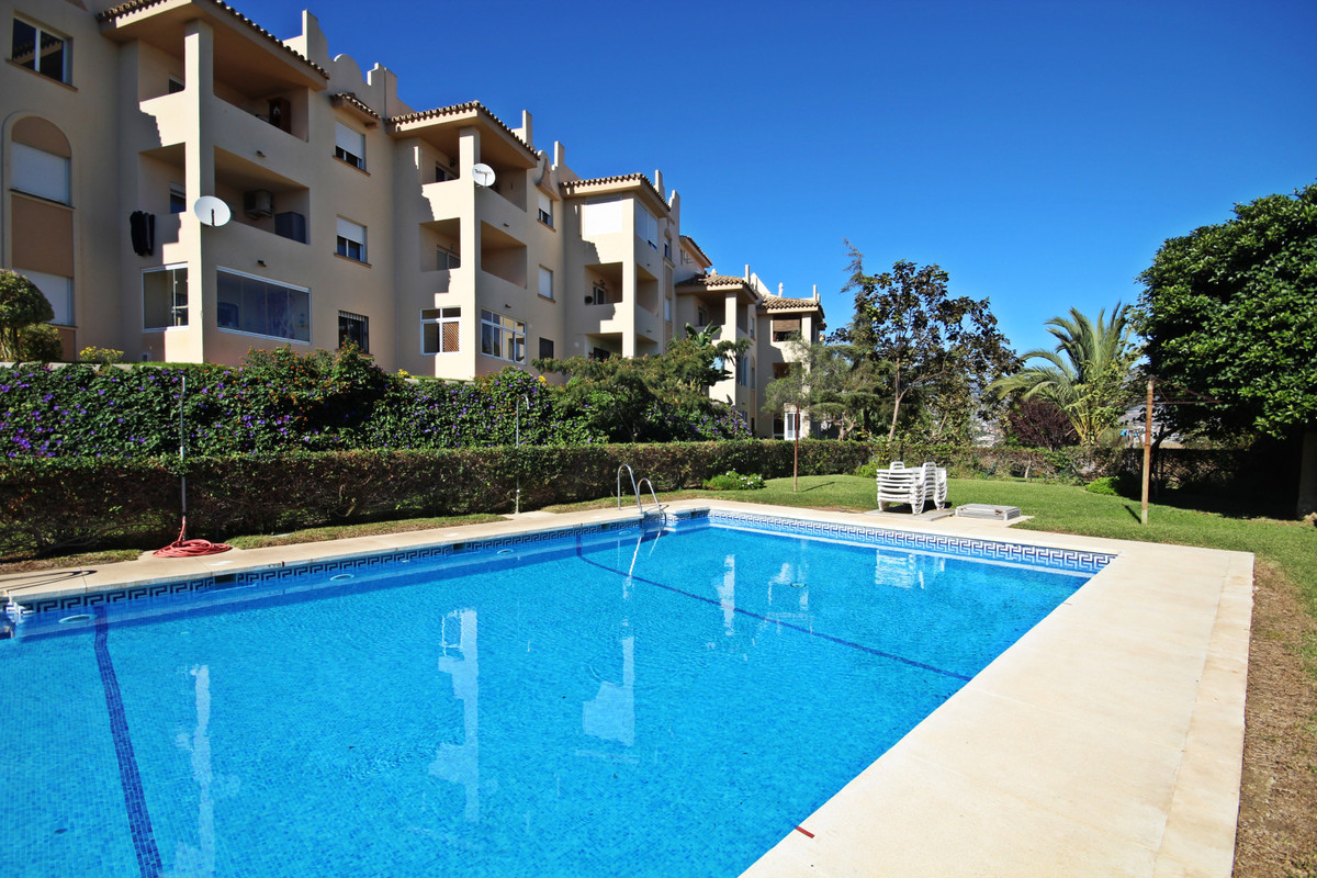 IMMACULATE apartment located within the beautiful urbanisation of Cerros del Aguila, just a short dr,Spain