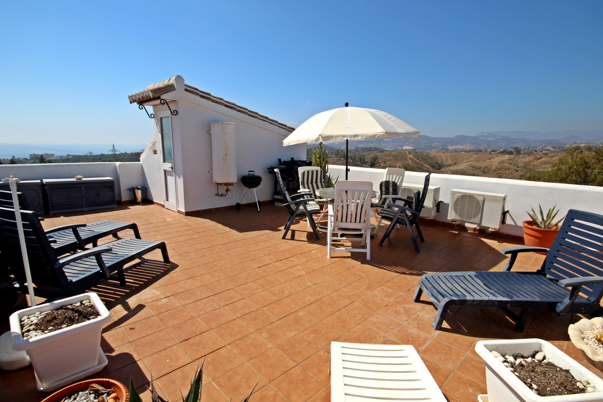 AMAZING townhouse with stunning, panoramic golf , mountain AND sea views.  With numerous terraces  a,Spain