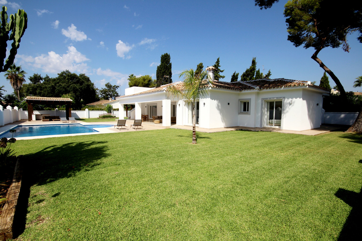 FULLY REFORMED, LUXURY one level villa, just a few metres from the beach!   This beautiful property , Spain