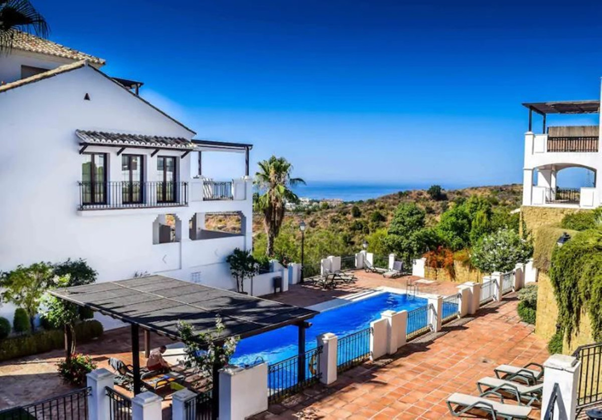 BEST VALUE PROPERTY AVAILABLE in this fabulous Marbella location.  Immaculate and very spacious pent,Spain