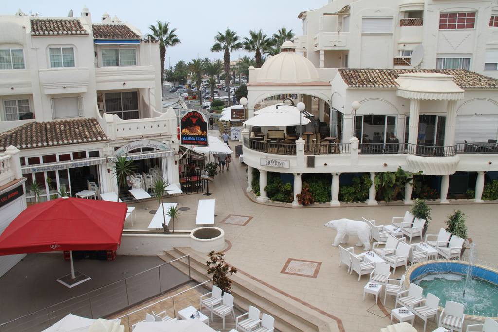 Magnificent commercial premises located in Puerto Marina,  one of the best shopping and leisure area,Spain