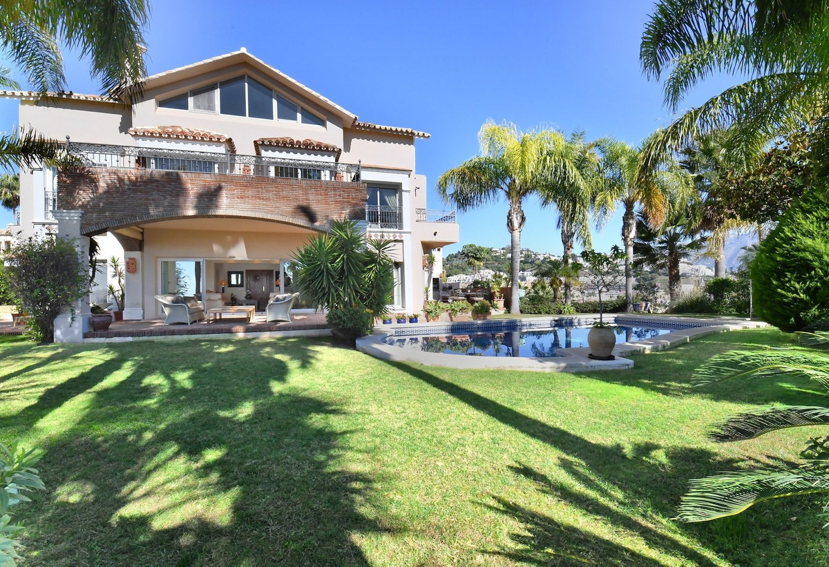 The property is located in the prestigious area of the Los Arqueros surrounded by a lush garden with,Spain