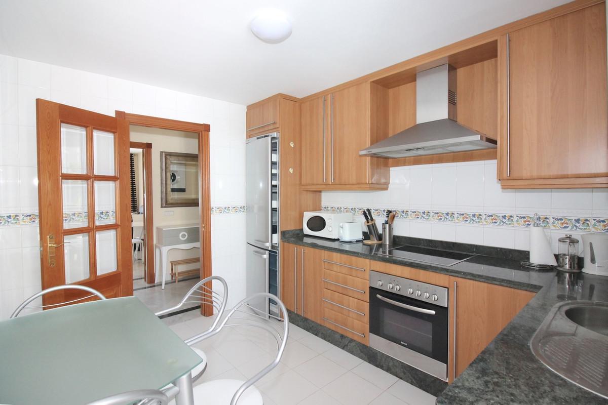 Apartamento Planta Media  en venta en  Aloha, Costa del Sol – R3288973