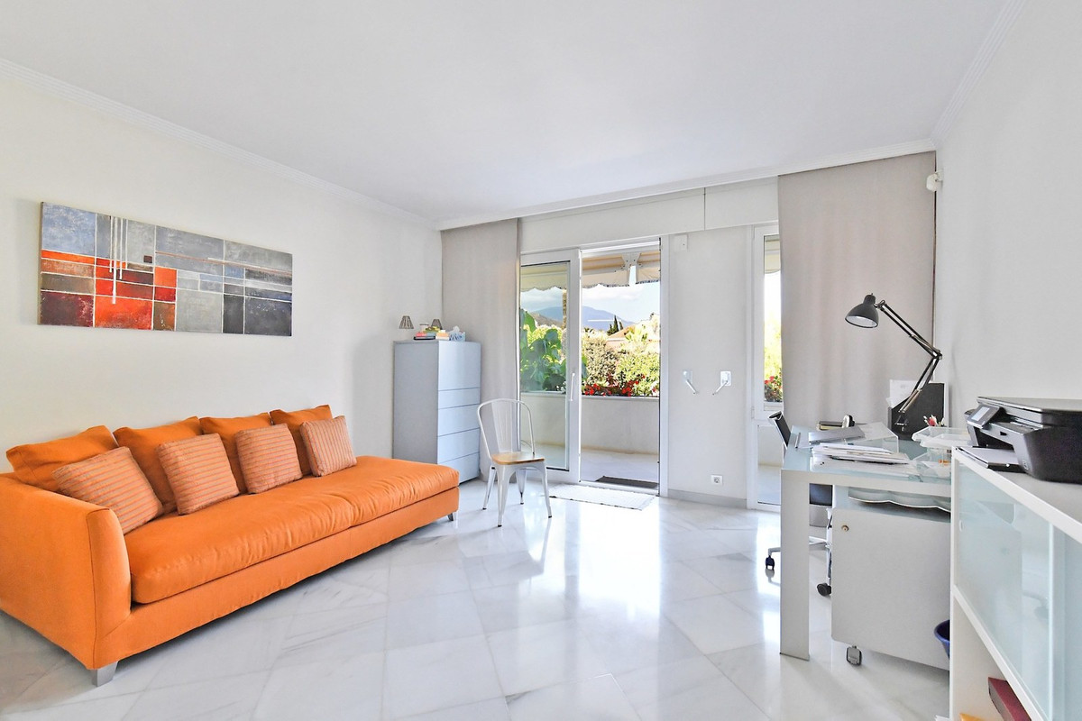 Apartment Ground Floor for sale in Nueva Andalucía, Costa del Sol