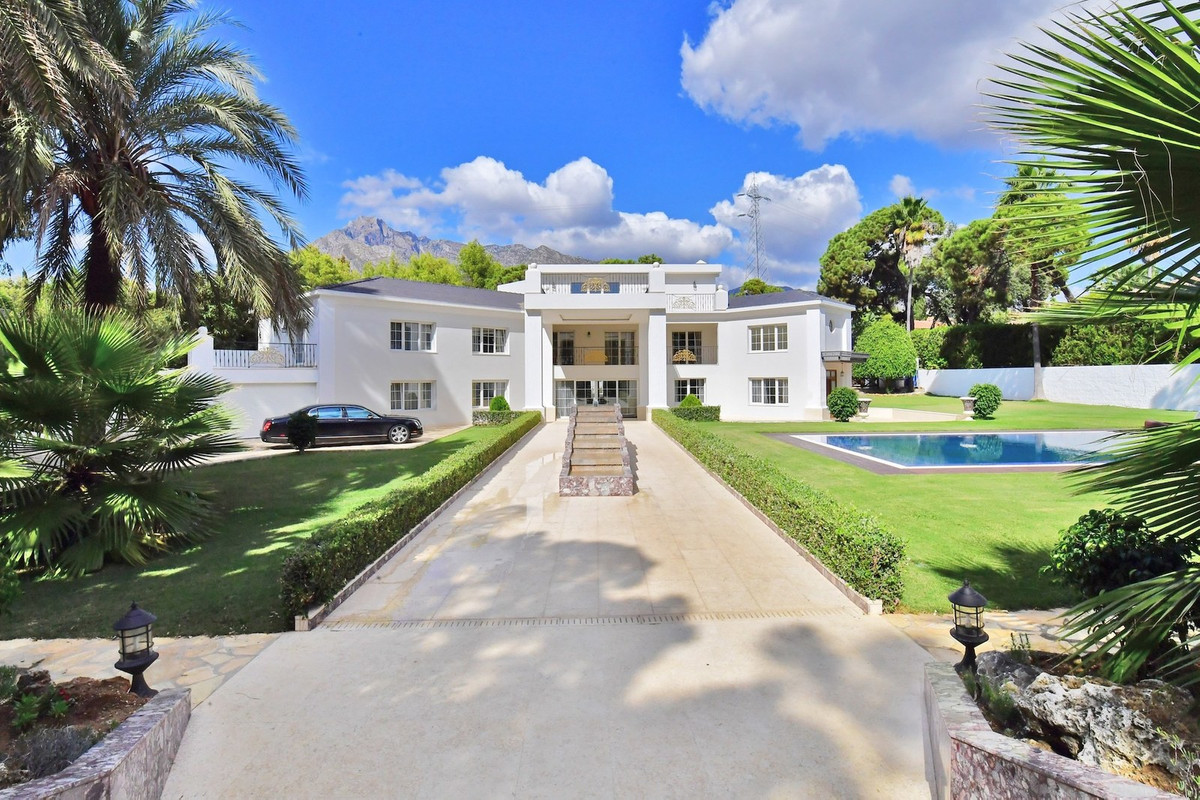 This spectacular villa is located in one of the most exclusive areas in Marbella. La Carolina is a r,Spain