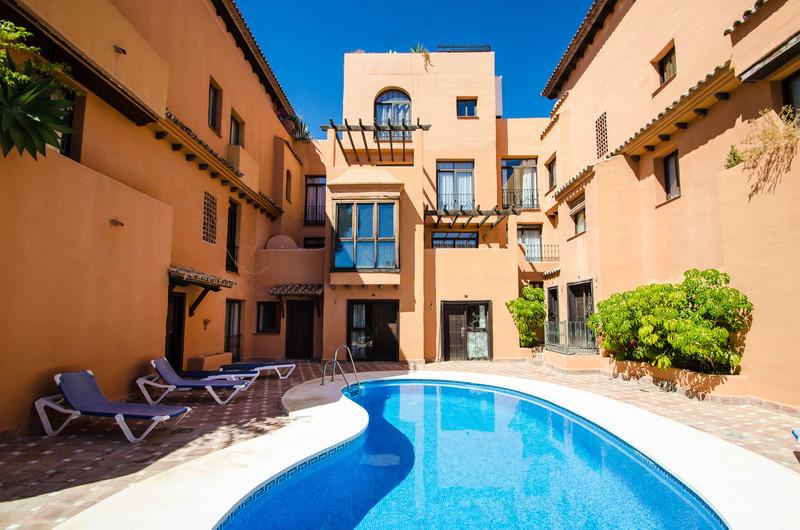 Marbella Banus Apartamento Planta Media en venta, El Paraiso – R3220603