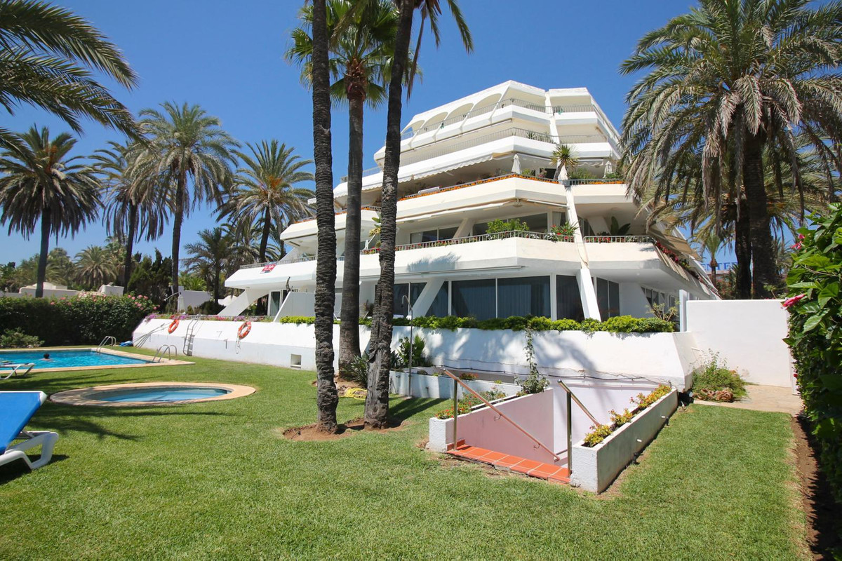 In the middle of The Golden Mile, on the beach, we find the recognizable Port Oasis development.  It,Spain