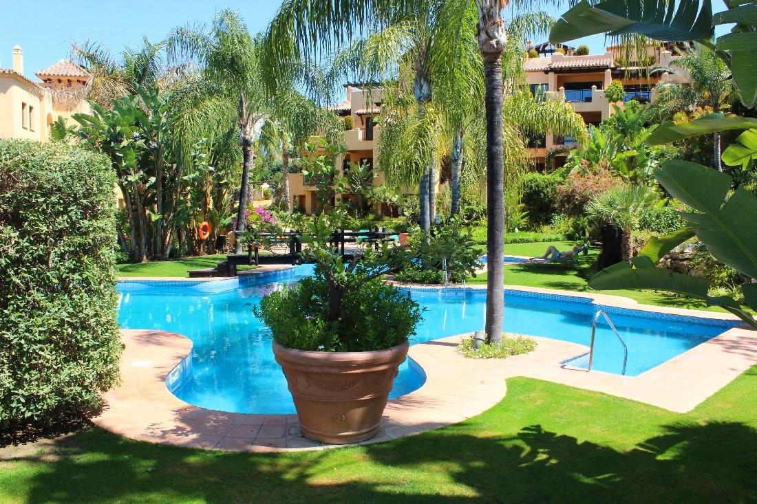 Marbella Banus Apartamento en Venta en New Golden Mile – R3187708