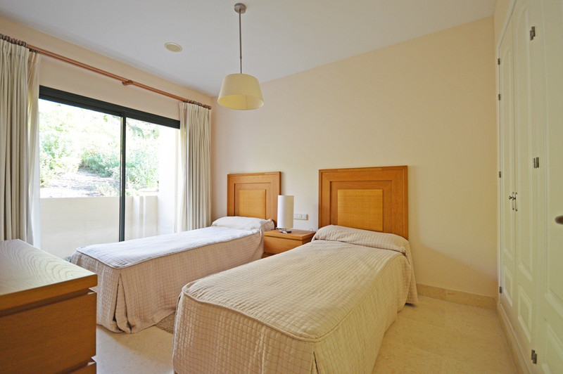 Middle Floor Apartment, Benahavís – R2606213