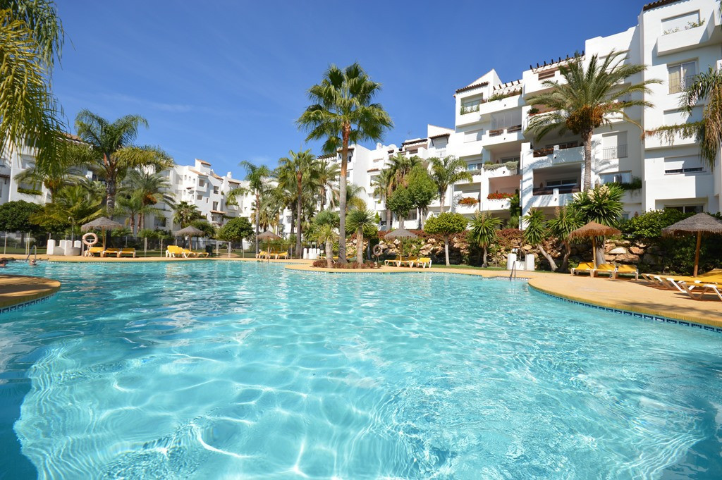 R2605220: Apartment in Estepona