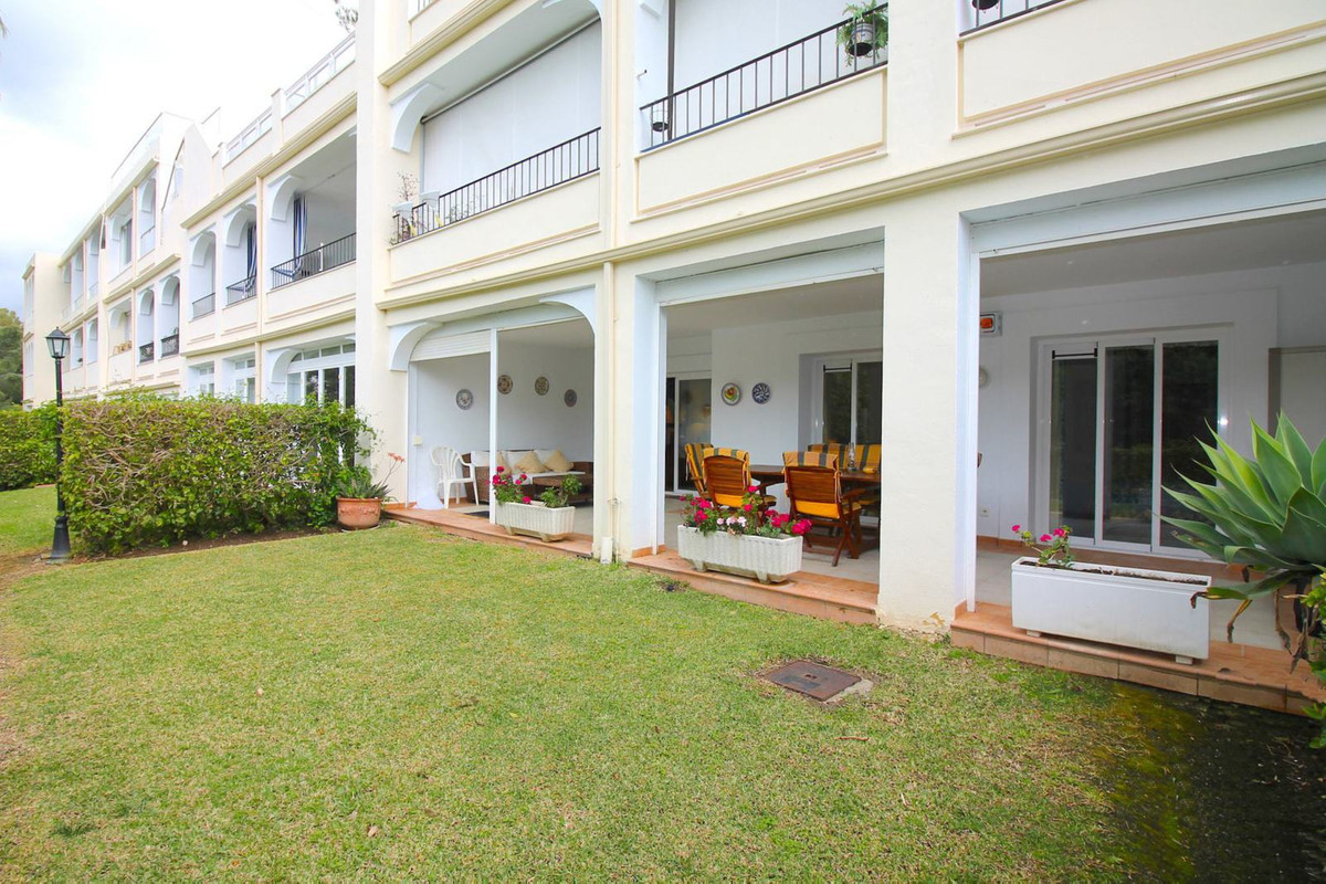 This apartment is located in a private and gated residential complex, in front of the golf course of,Spain