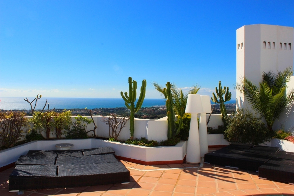 PANORAMIC SEA VIEWS from this large and very well maintained 4 bedroom duplex penthouse in Jardines ,Spain