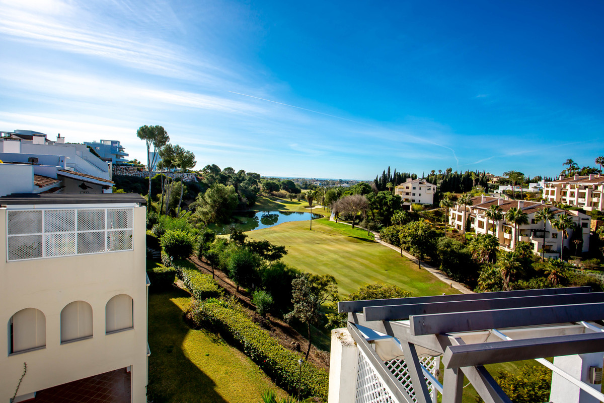 Frontline golf penthouse in La Quinta Golf & Country Club. With 3-bedroom & 2 bathrooms comp, Spain