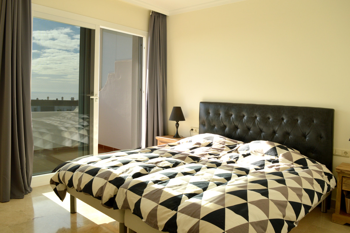 Apartment Middle Floor Calahonda Málaga Costa del Sol R3583750 9