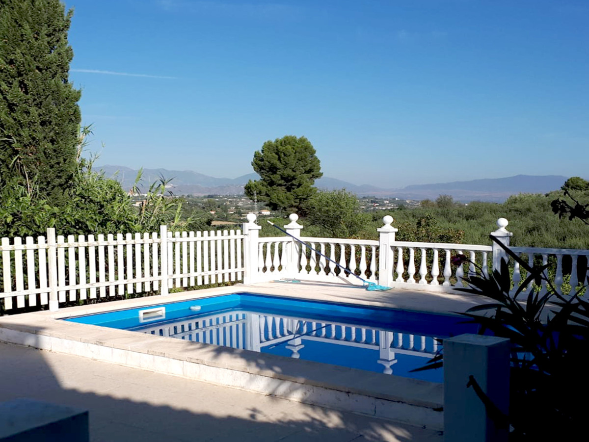 Lovely quite 3 bedroom 2 bathroom house with a private pool and tennis court in Alhaurin el Grande. , Spain
