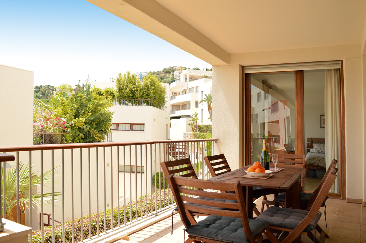 Huge investment opportunity for this new listed southwest-facing 3-bedroom apartment. A modern compl,Spain