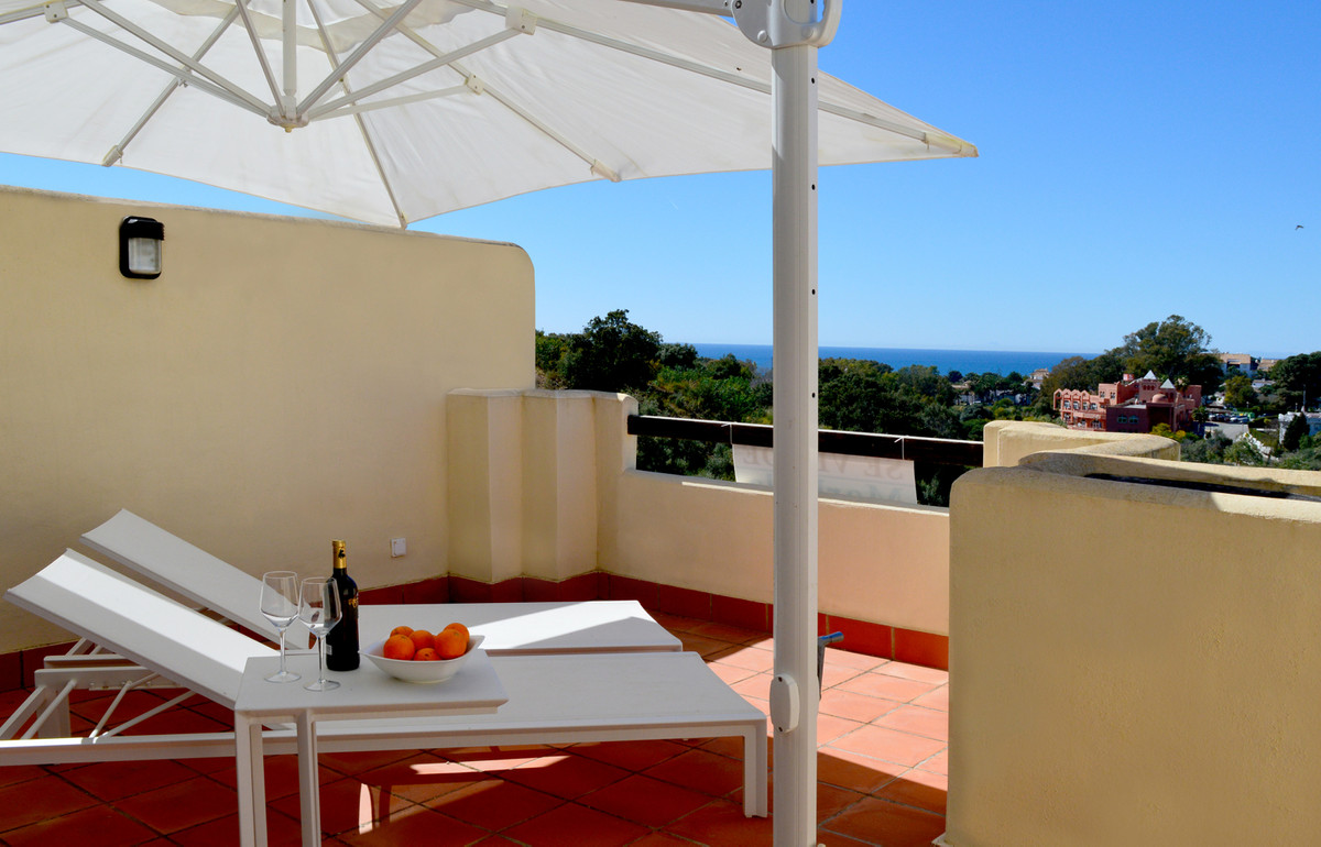 This south-west facing townhouse with sea views is located in an idyllic natural area in the Urbaniz,Spain