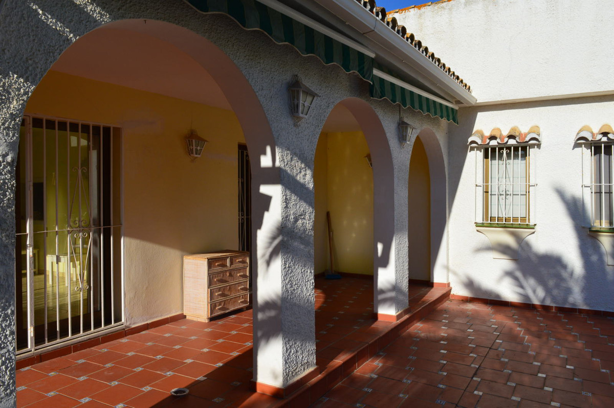 Nice beachside detached villa, 2 min walking to the dunes and the beach! in need of refurbishment. 3,Spain
