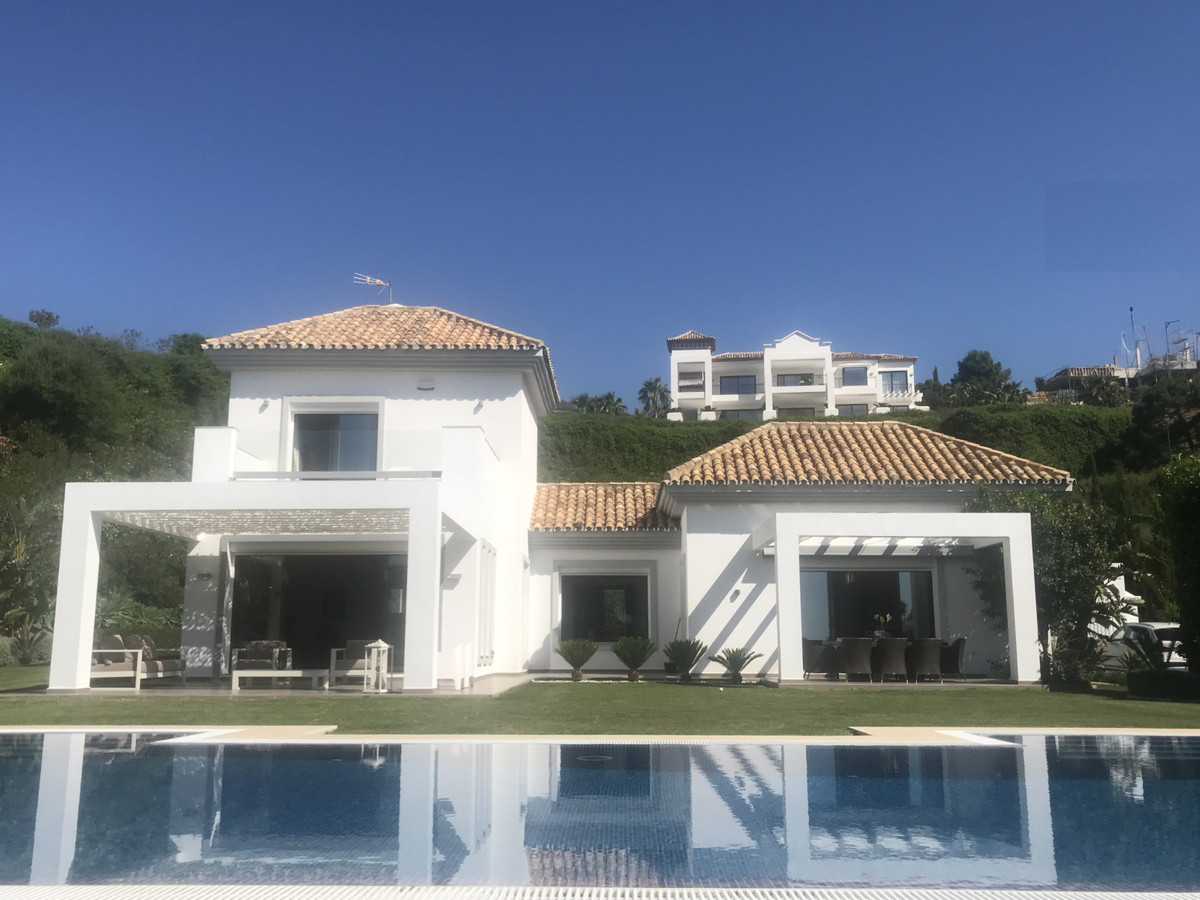 Detached Villa, Benahavis, Costa del Sol. 4 Bedrooms, 4.5 Bathrooms, Built 465 m², Terrace 93 m², Ga, Spain