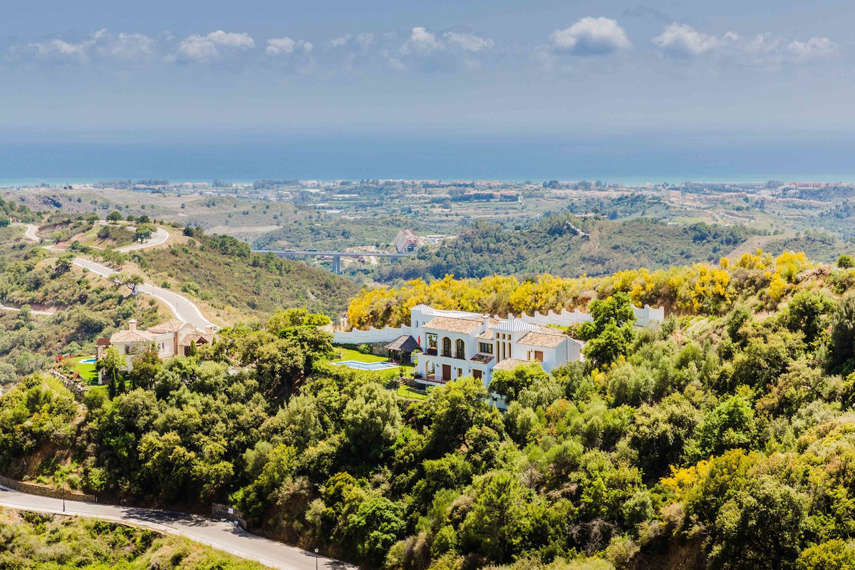 BARGAIN, DRASTICALLY REDUCED PRICE!! High quality traditional villa set in the valley of Monte Mayor,Spain