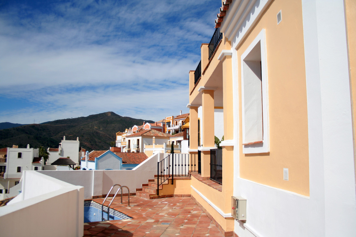 This  townhouse  for sale is located in a beautiful Estate , well located on the highest part of the,Spain