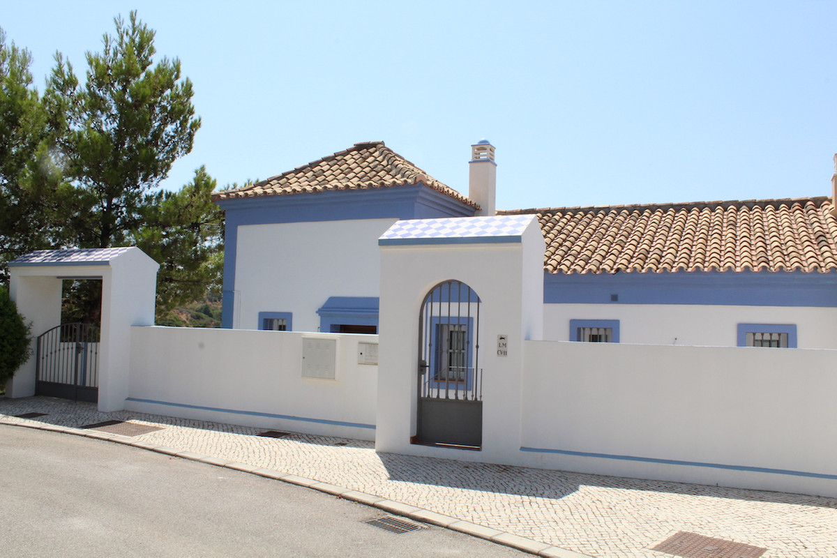 This  townhouse  for sale is located in a beautiful estate.  When you enter you can see with entranc,Spain