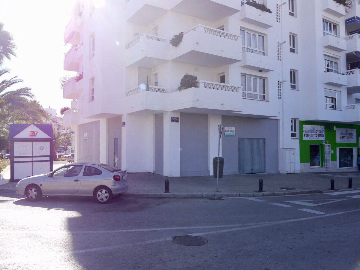 Well located comercial corner unit in La Campana. The unit is a blank canvas and will be suitable fo,Spain