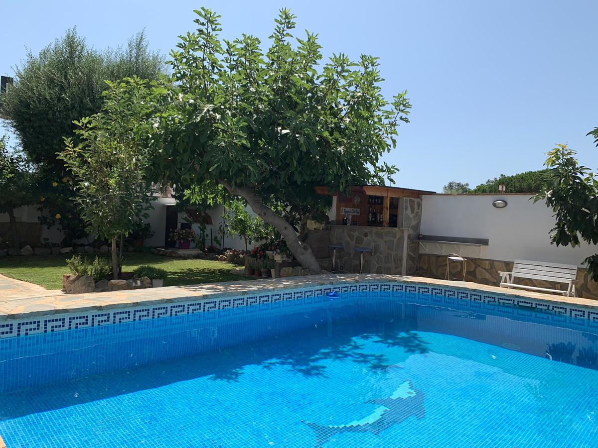 Marbella Banus Villa en Venta en El Rosario – R3688130
