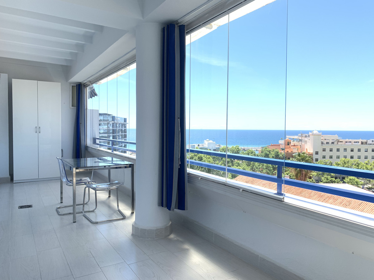 Middle Floor Apartment, Marbella, Costa del Sol. 3 Bedrooms, 2 Bathrooms, Built 100 m², Terrace 20 m, Spain