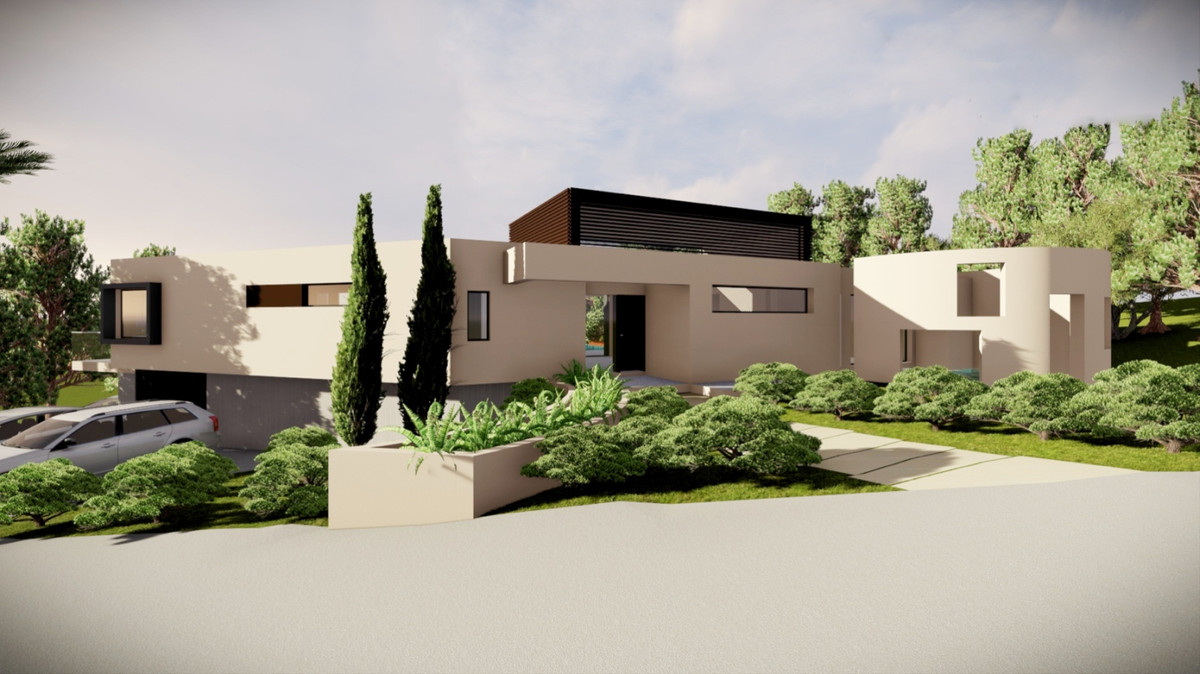A unique opportunity has arisen to invest in a large property in a prime location in lower Calahonda,Spain